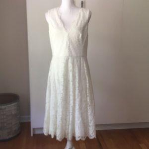 Vera wang wedding dress Sz 12 lace shorter length
